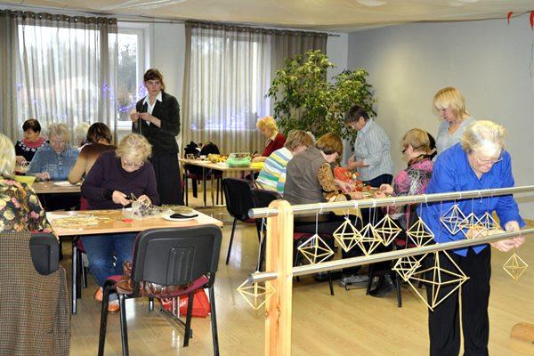Novembrī turpinās senioru radošās darbnīcas Ludzas novada BJC