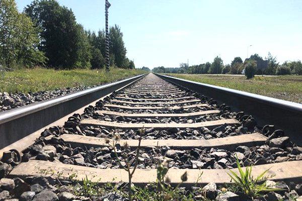 Rīt slēgs dzelzceļa pārbrauktuvi uz autoceļa Livzinīki-Krīvu Stiglova
