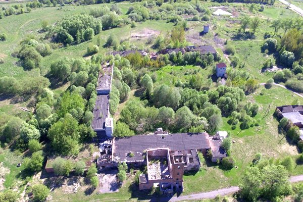 Parakstīts līgums par Ludzas linu fabrikas ēku nojaukšanu