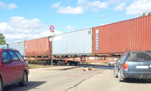 Ludzā vilciens nāvējoši notriec sievieti