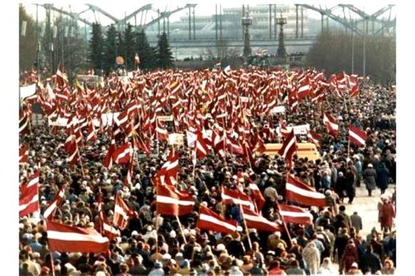 Līdz augusta beigām jāpiesakās Latvijas Tautas frontes biedru konferencei