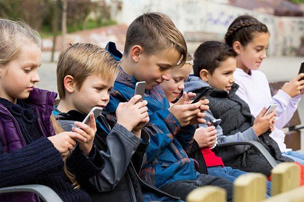 Notiks bezmaksas lekcijas Brīvs no atkarībām bērnu un pusaudžu vecākiem