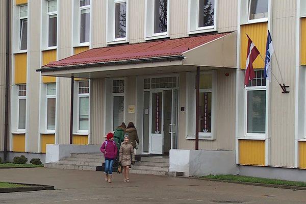 Ludzas pilsētas ģimnāzijā notika salidojums pēc skolas renovācijas