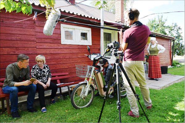 Filmē raidījumu par latgaliešu valodu Ludzas pusē