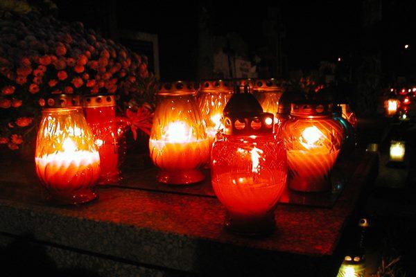 Tuvojas svecīšu vakari novadu kapsētās
