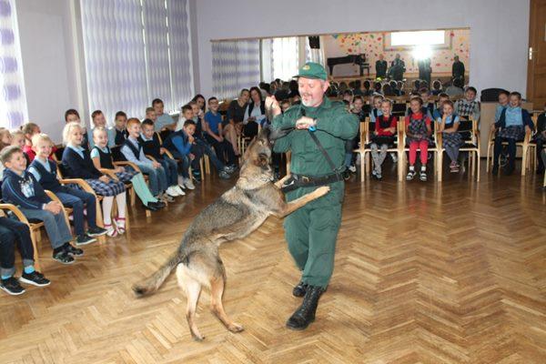 Ludzas pārvaldes robežsargi apmeklē Ludzas Mūzikas skolu