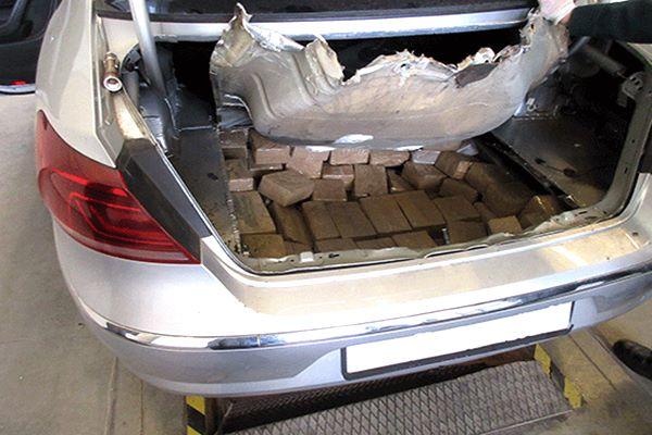 Krievijas pilsoni aiztur par 140 kg narkotiku pārvietošanu pāri robežai